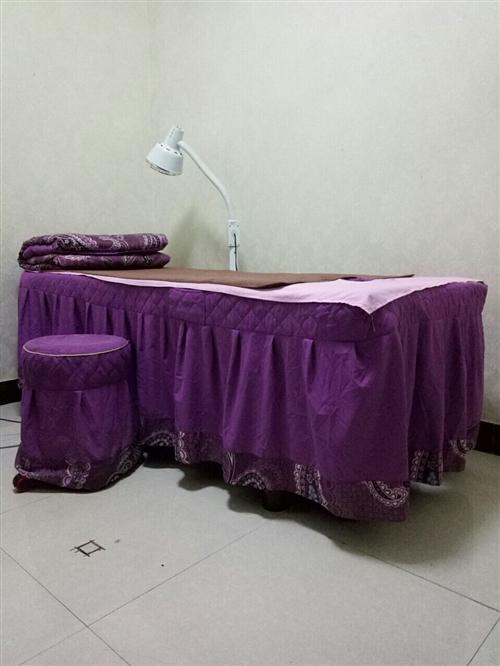 九成新美容床四张,床罩被套凳子齐全,带美容推车。