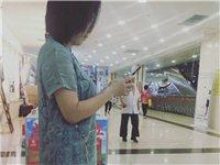 出兑市民广场欧亚金辉超市内摊位前艺棉棉服饰店