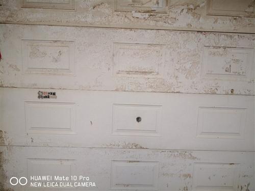 车库门:出售9成新使用中的电动双层保温车库门,2.5X2.1价格优惠:600元,地址沂水县城。