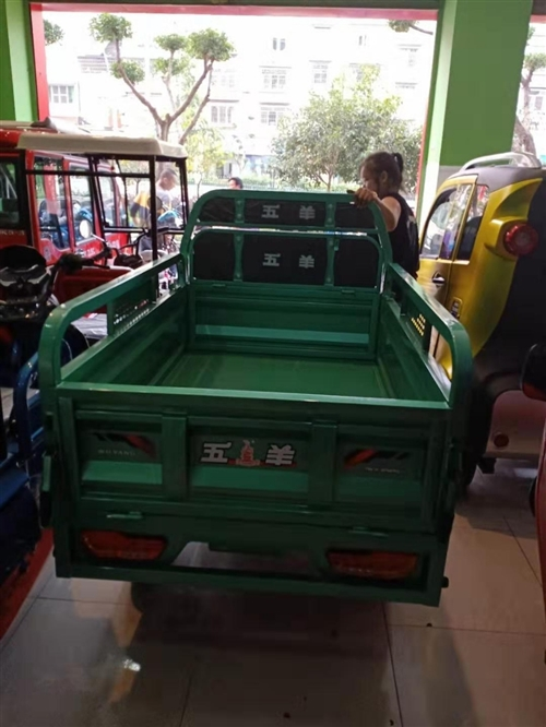 五羊牌油电混合三轮车,刚买不久。因急需用钱要转手!