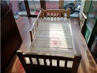 纯实木儿童床四面护栏带侧梯子,图片上小梯子和一面护栏没安装。闲置处理100元自取。电话1356263...