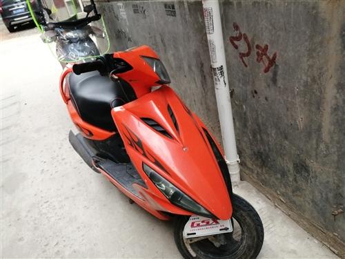 出售二手鈴木踏板摩托車,輕便好騎,一把來火上周剛剛換的新電瓶,閑置低價出售1100元!買到就是賺到,...