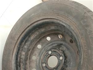 小车轮胎165/70r14**出售