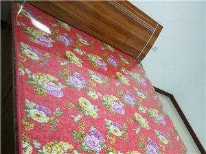 **高箱1.8*2米大床,�|子保�o膜完整。18292436153,可�h�r。
