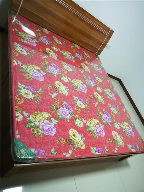 **高箱1.8*2米大床,墊子保護膜完整。18292436153,可議價。