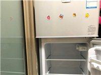牌子伸花,118升小型家用冷藏速冻节能冰箱。今年2月的买的,基本没用闲置,诚心要的联系可优惠。