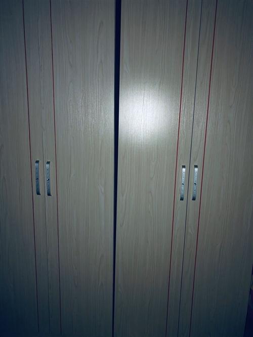 大衣柜辦公設備,有需要的聯系。