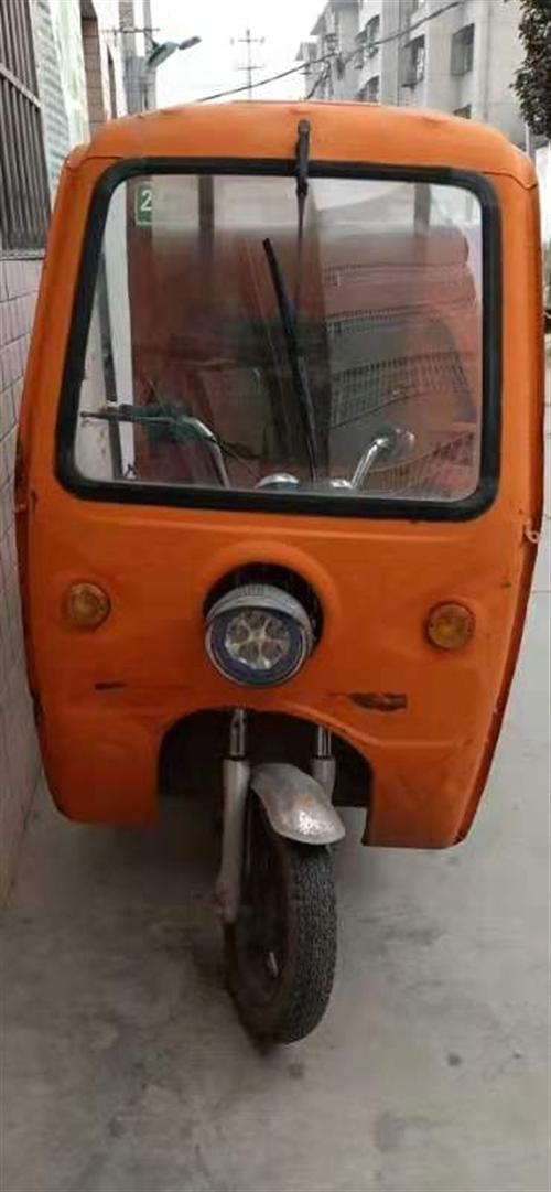 三轮电动车,两组电瓶可替换使用。价格可商议