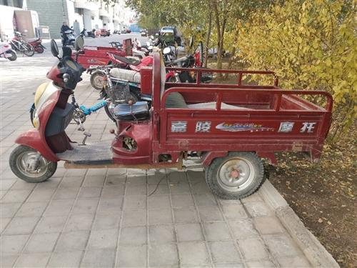 嘉陵三輪摩托車2014年買的,原價5800.0元;車況良好,有意者電聯18693713208