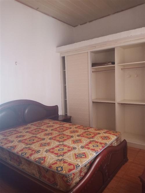 蓮花路工行宿舍三樓,二室一廳一衛一廚