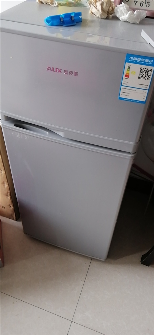 出售 自用奧克斯小冰箱,上面冷凍,下面冷藏,剛用了一年,租家自用很合適,省電,不占地方,