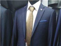 本人有海澜之家蓝色西服一套,175码,九九成新,本人原价899购买,因为没有机会穿,现价500元处理...