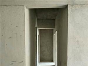 急!!!中浩地王142平�梯房只�u4600一平,�黼�看房。