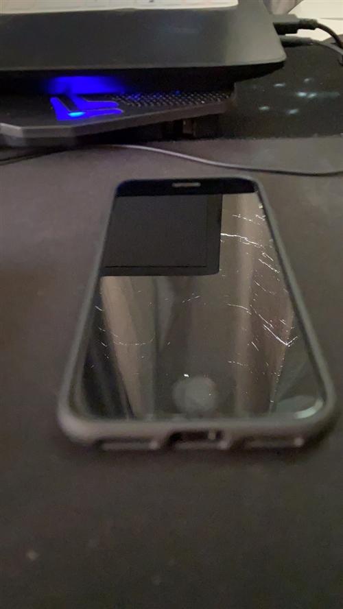 出閑置iPhone7    128G 一台   九成新  從買來后一直很小心使用   屏幕  後背等...