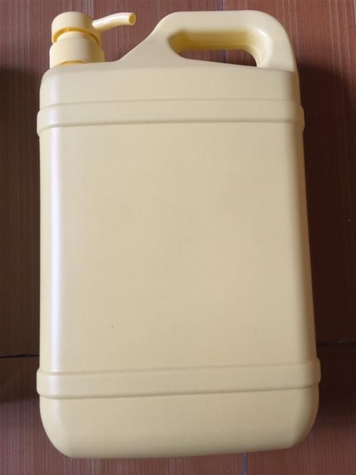 仓库处理洗衣液洗洁精瓶子550个,一升洗衣液瓶子300个(单价1.3元一个),1.5升洗洁精瓶子20...