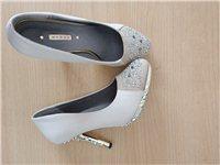 女鞋,只穿过一次,穿不惯高跟,37码的 感兴趣的话给我留言吧!