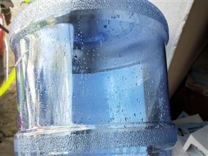 求��V泉水桶和��羲�桶