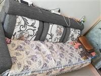 家用沙發便宜處理,400出售,九成新, 尺寸:長度2米2,寬度80厘米,高度90 始終罩著東西,...