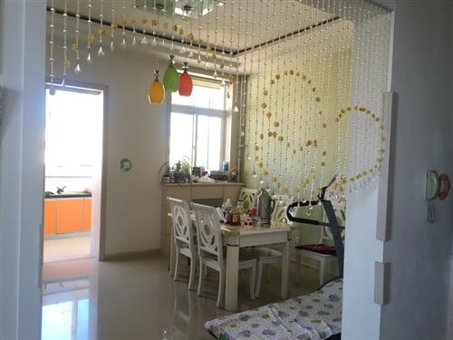 三阳小区3室2厅,140平米,精装修,带地下室,学区房,便宜出售35万,有意联系1304447677...