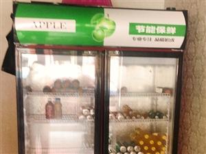 商用保鲜柜九成新,高200cm,长120cm,宽55cm。转行闲置,低价转让。