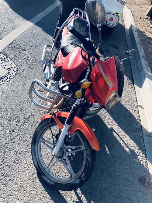 宗申比亚乔摩托车,125cc排量,没事带个步挺好,单车,不烧机油不漏油,刚换的机油!价格可小谈