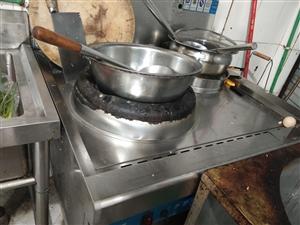 猛火灶400。煮面桶400,操著�_冰柜700,都是新的,才用3��月,,要的自己�砝�,就�@�商�