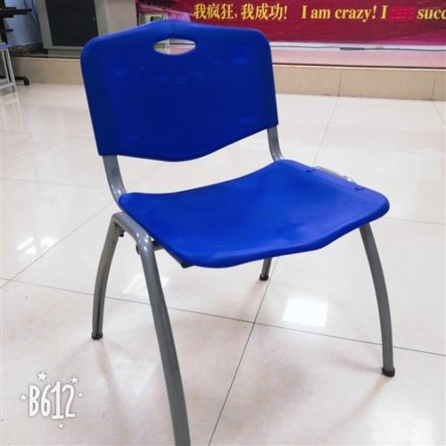 培训学校多余凳子处理:买来80多元一张,现在30元一张,共50多张,如果全部要,可以价格更少!