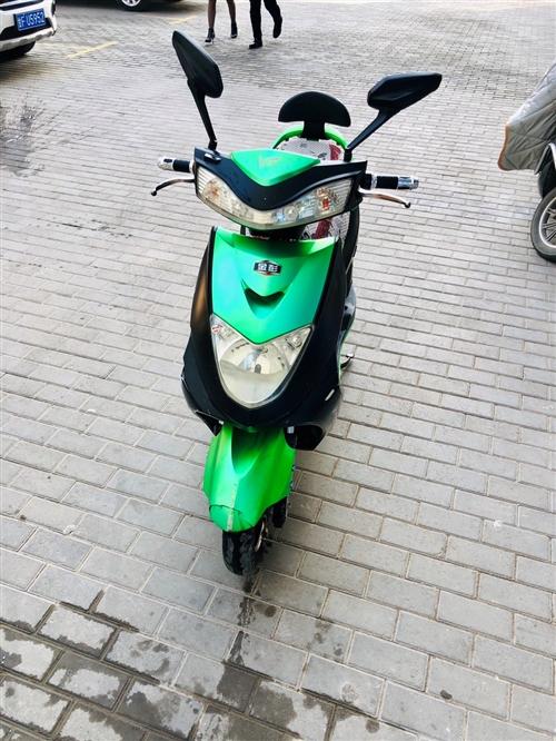 自己骑的电动车,2017年6月买的,骑了两年多,功能一切完好,手续一切齐全,电瓶能骑45公里这样。成...