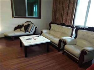 黃金3樓,168個平方,大三室,精裝修,家具家電齊全,雙證齊全,買到賺到