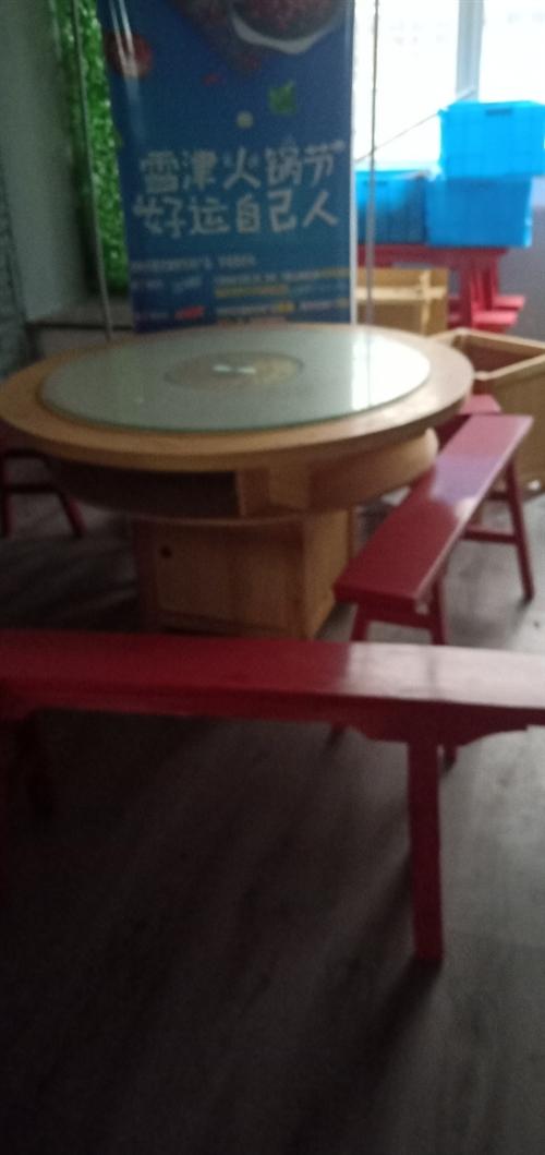本舊貨市場,有一批火鍋桌,有長方形,圓形,正方形,有木制的和大理石的兩種,其中又分為用電磁爐和用煤氣...