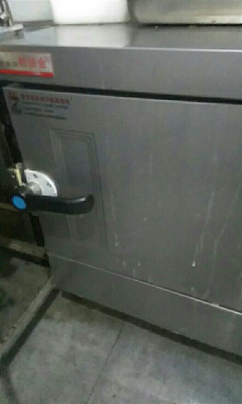 全自動蒸米飯的蒸箱,四個盤子,每盤七斤,使用方便,900買的,僅使用一個星期,便宜賣了!冰箱,冰柜,...
