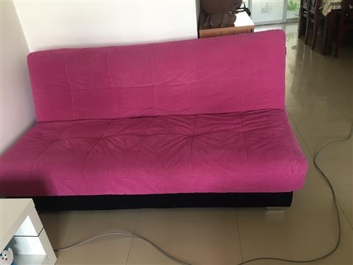 品牌雙人沙發床,挺新的,320元出。自己搬運。