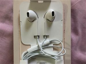苹果8耳机原装的