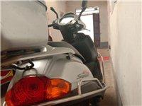 本人有一輛豪爵宇鉆125摩托車七八成新,因本人有時候再外地干活在家里閑置,現在便宜處理1500,有意...