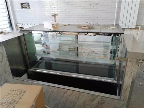 9成新玻璃展示冷藏柜出售!超低价!买时3000,不锈钢台面,之前是放甜品的,非常干净,冷藏效果好!