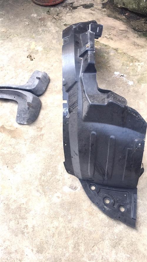 宏光s前輪右內襯副駕駛,新買的,沒用過,送前擋泥板2個