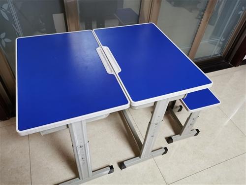 九成新学生用课桌椅,有30多套,质量非常好,可用于托管机构,培训机构,留家里自用等,桌椅高低可调节,...