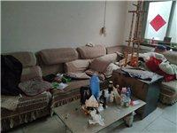 布艺沙发组合套,成色不错,价格美丽,需要自己拉,位置在无极县城贸易南街。还有一个茶几。有需要的建议1...