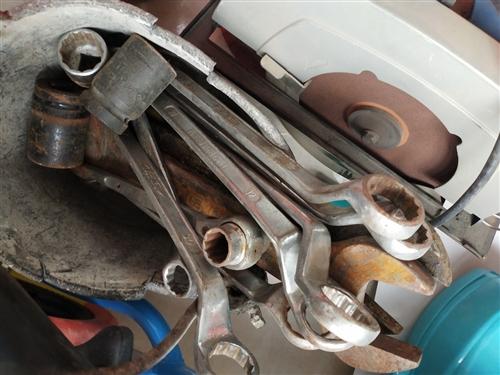 以前干鋼結構安裝所用的工具,現在不用了,價格好商量,有用的上的可以聯系我。 地址:新鄭市新村鎮鄭新...