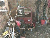 利之星摩托三輪車,車廂1.2寬1.6米長。性能完好,閑置在家,誠意出售。非誠勿擾