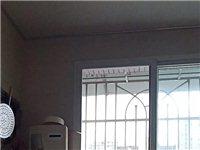 ? 南街附近現澆小區房,**房源!裝修大三室兩廳兩廳,樓頂一室一廳,一廚一衛,帶頂樓花園,車位,一起...