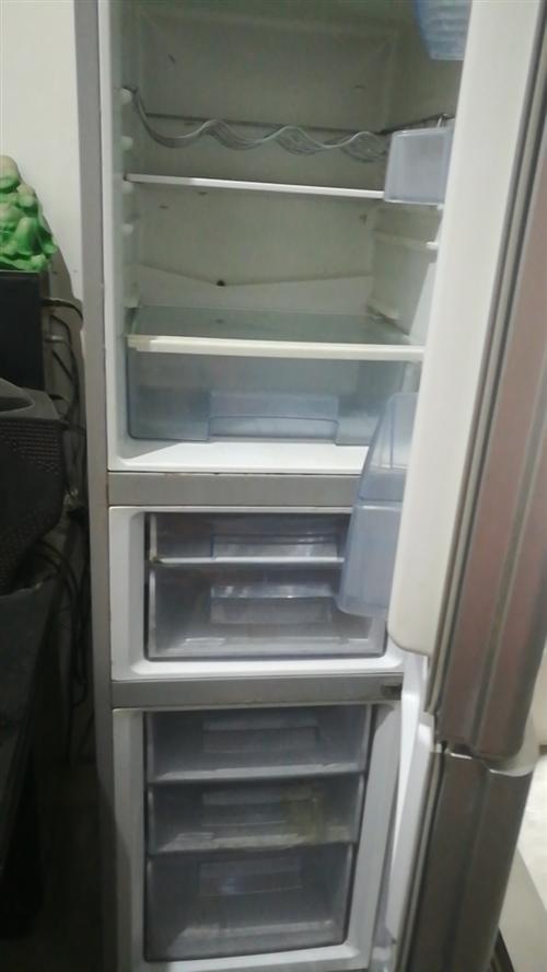 三開門家用冰箱,玻璃面板,九成新有需要的聯系我,13938665235.地址姜灣村姜南路