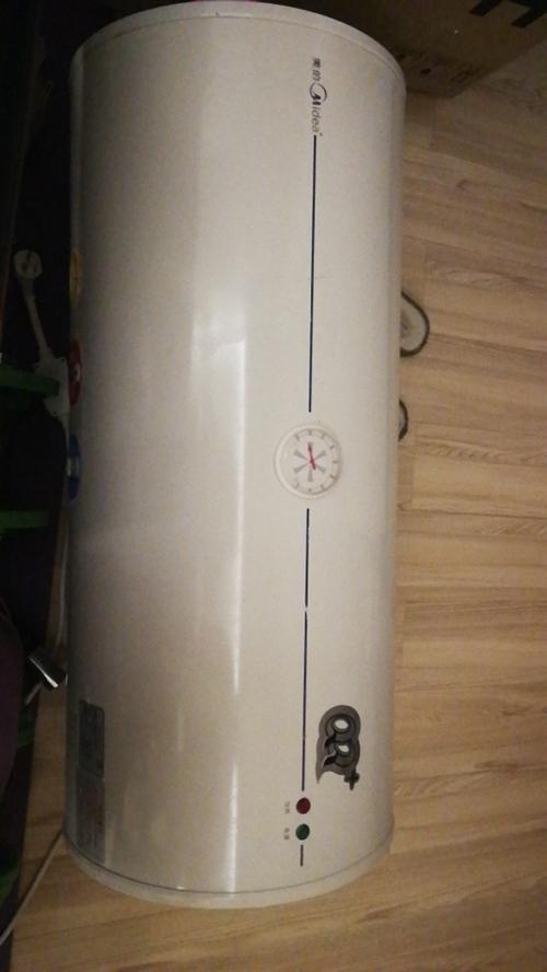 美的电热水器,家里买了新的,拆下来旧的不要了,还能用65L,有需要的联系,需自提。