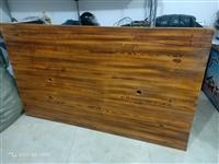此桌出售,純實木,價格非常低,尺寸是:70*200*120,可小議,聯系電話:16222926222