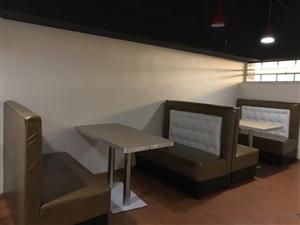 本人有餐館廚具出售:四門立式冷凍柜1個,雙門臥式冷藏柜1個(帶操作臺)1個,卡座沙發7張,餐桌10張...