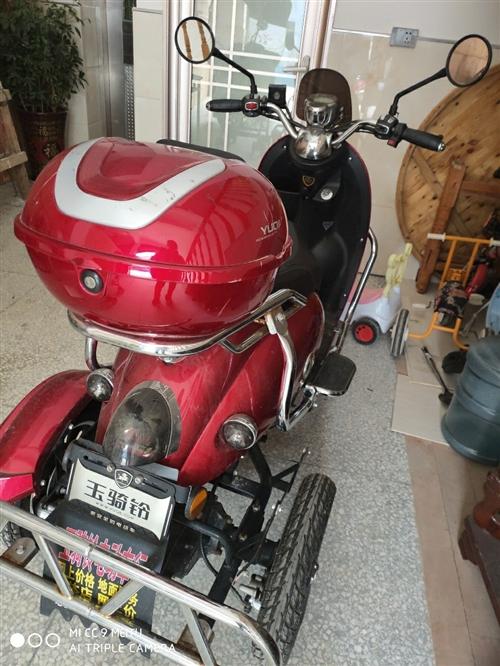 八成新三轮摩托车,买不到一年,没怎么使用,但一?#20493;?#22312;充电保养,现出售,价格可以面谈。非诚勿扰。