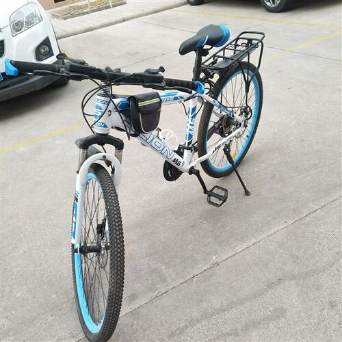 前半年买的山地自行车,8.9成新,因买电动车,现低价出售