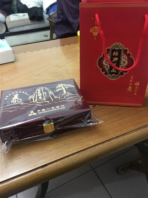泰山纪念币盒子,多买了一个,40元出售,还有纸袋子! 注意,只是盒子,没有币!