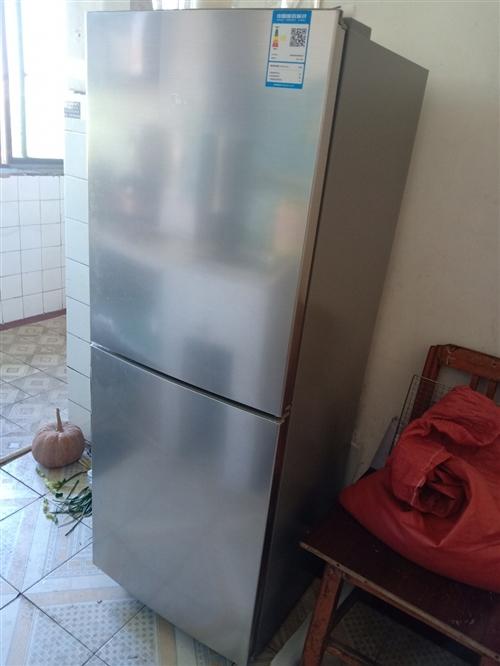 美的冰箱,在永陽家電購買,原價1299,用了一個多月,因要搬家,現價800處理!