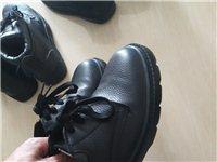 酒钢劳保鞋,三双均为防静电,一双**,另两双穿了几次基本**。价格看鞋议价。